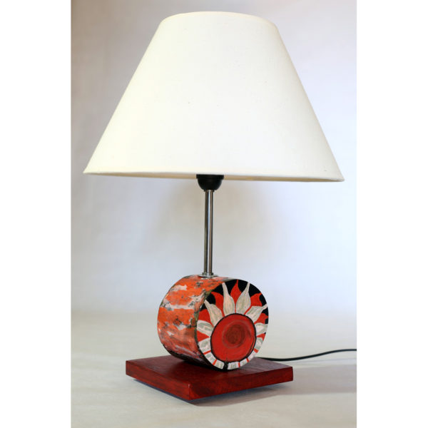 lámpara flor roja madera castaño