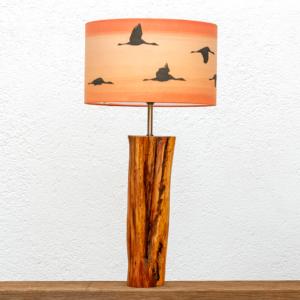 Lámpara Atardecer Grullas- Lámpara de mesa de madera de Enebro y pantalla Grullas naranja, nueva colección 2020 yolpiq/036-dn