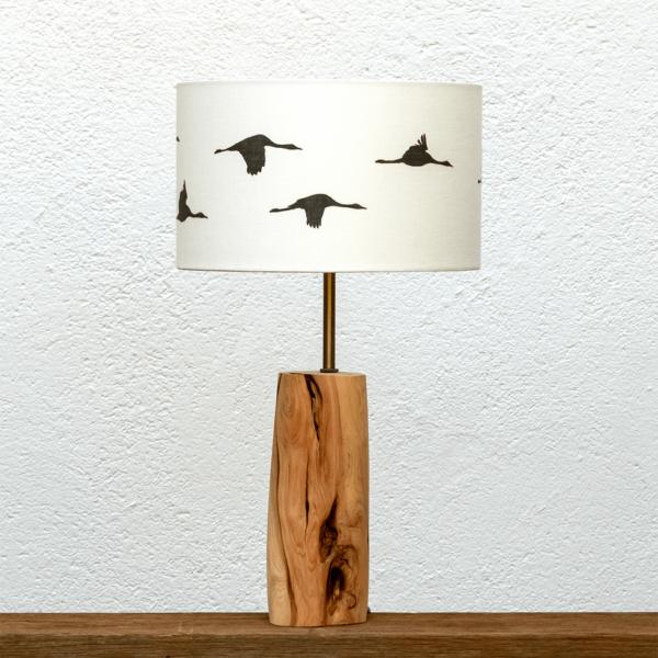 Lámpara Blanco pantalla Grullas - Lampara de mesa de madera de enebro con pantalla de Grullas blanca - Yolpiq/058