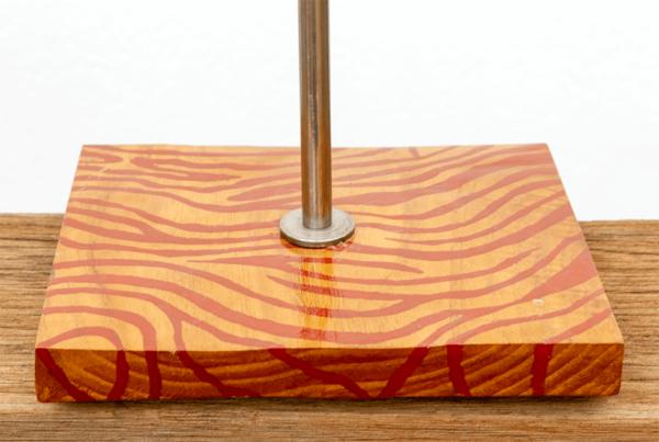 Lámpara Cebra-marrón detalle1 - Detalle de lámpara de mesa Cebra marrón de madera de Castaño - Yolpiq/070 -dn