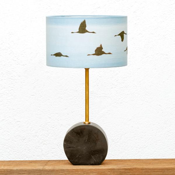 Lámpara Chocolate Grullas Blanco - Lámpara de mesa Chocolate de madera de Nogal y pantalla Grullas blanca - Yolpiq/061 - dn