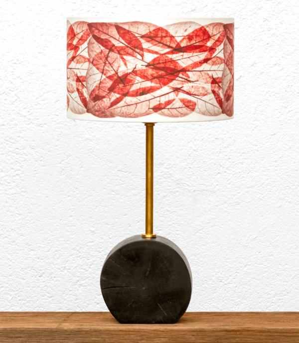 Lámpara Chocolate pantalla Hojas-Rojas - Lámpara de mesa Chocolate de madera de nogal y pantalla Hojas Rojo- Yolpiq/060 -dn
