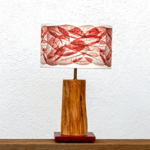 Lámpara Tierra Hojas Rojo - Lámpara de mesa, de madera de Enebro y base de madera de Castaño granate, Pantalla Hojas Rojas de Yolpiq/051-dn