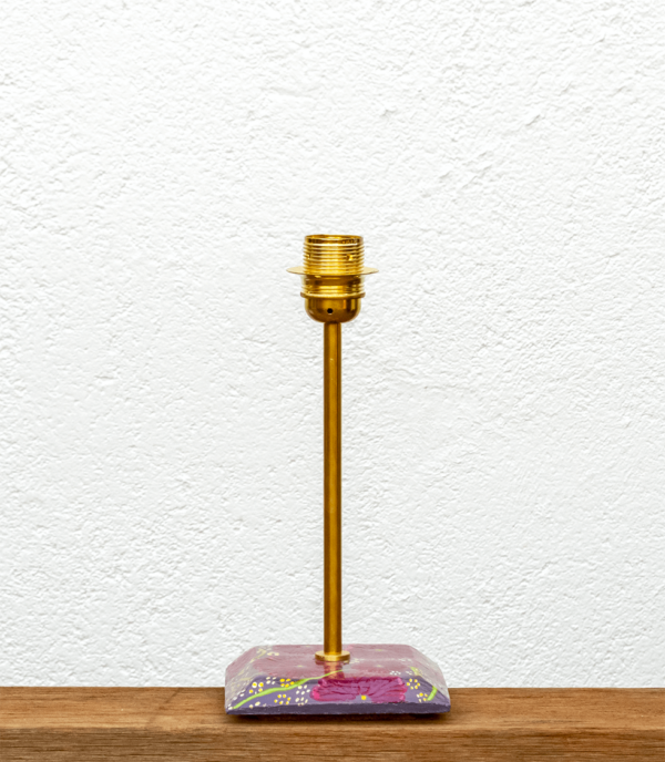 Lámpara Violeta base de madera de Castaño pintado motivo flores y barnizado, Lámpara Yolpiq/069 -dn