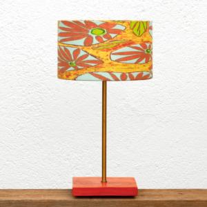 Lámpara Alba Margaritas - Una Lámpara de mesa de madera de Castaño con Pantalla Margaritas de Yolpiq/024 -dn