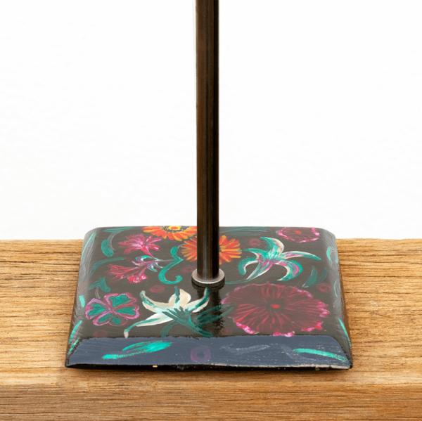Lámpara Flores detalle1 de la Base de Lámpara de madera de mesa, de madera de Castaño pintado Flores con óleos Yolpiq/068 - dn