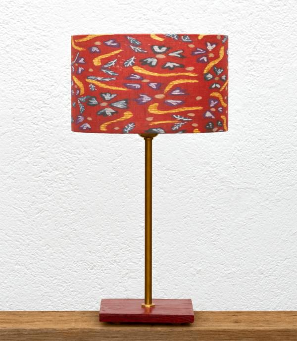 Lámpara Granate Flores-Rojas - Lámpara de mesa Granate, de madera de Castaño y Pantalla Flores Rojas de Yolpiq-011 -dn